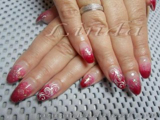 Поддръжка с вграден червен акрил и розов брокат, с перманентна декорация под финиш гел