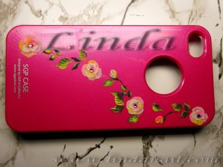 Тунинговане с акрил   - добавяне на релефни цветя от цветен акрил към калъф за телефон