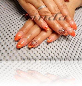 Поддръжка на ноктопластика - с оранжев акрил, златист брокат и люспи