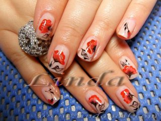 Естествени нокти с декоративни цветя - нарисувани с плоска и тънка четка