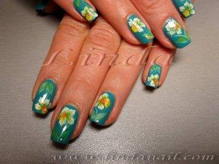 Декоративен маникюр - рисунки на цветя върху естествени нокти