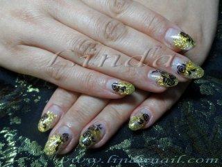 Ноктопластика с акрил - с изграждане на върха със златен акрил и добавяне на златен брокат