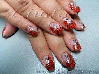 Ноктопластика с акрил, цветята направени с червена боичка и черна гел-боя