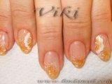 Акригел с вградени оранжев миден прах и бял брокат, с декорация цвете с плоска четка с бяла и златна боичка