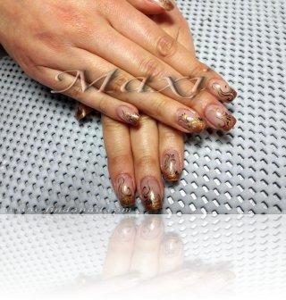 Поддръжка на ноктопластика с гел - перманентен френч с декорации