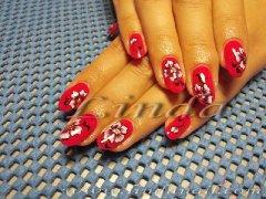 Ноктопластика с гел и рисунки на цветя с плоска и тънка четка