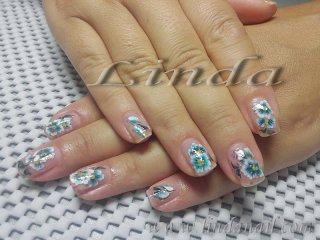 Естествени нокти с декорации с плоска четка