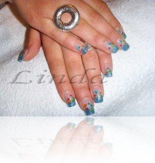 Ноктопластика - изграждане с акрил, с използване на два вида син брокат и сухоцвет