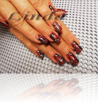 Ноктопластика с удължител и акрил, с вградени червени и черни люспи и отгоре - декорация с черна и бяла рисунки