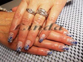 """Ноктопластика """"Зимен дизайн"""" - изграждане с акрил, с вграждане на сини и бели люспи и декорация с тънка четка"""