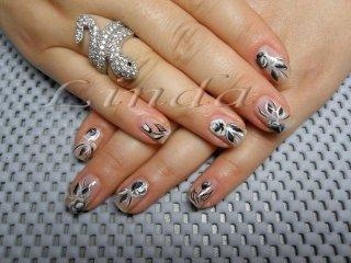Декорации с плоска четка върху естествени нокти