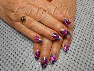 Ноктопластика - изграждане с акрил и вграждане на лилаво фолио, брокат и сребристи пръчици, с очертаване на контурите с черна и бяла боя