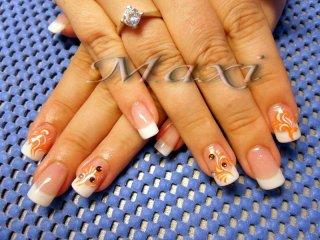 Ноктопластика - перманентен френч с гел, с декорации, направени с оранжева и бяла боичка под финиш гел