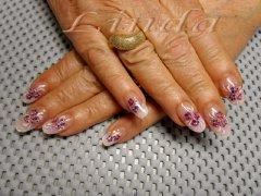 Поддръжка на ноктопластика с акрил - с декорации с цветни боички направени под финиш гел