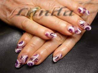 Ноктопластика с декоративни цветя - нарисувани с плоска четка под финиш гел
