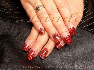 Дизайн на ноктопластика - изграждане с акрил, с вградени червени люспи и релефни цветя на безименните пръсти