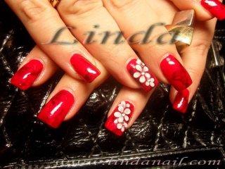 Ноктопластика - изграждане с акрил, с основа от два лака - червен и бордо перла, с релефни цветя на безименните пръсти