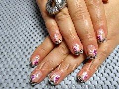 Пролетно настроение - декоративни нокти с розови цветенца